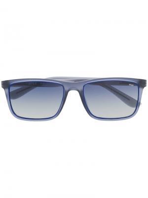 Солнцезащитные очки в прямоугольной оправе Fila. Цвет: синий