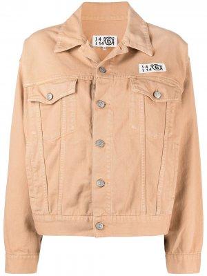 Джинсовая куртка с нашивкой-логотипом MM6 Maison Margiela. Цвет: нейтральные цвета