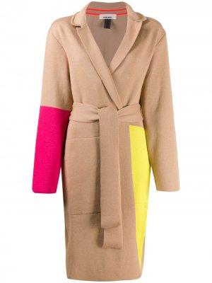 Пальто в стиле колор-блок Circus Hotel. Цвет: нейтральные цвета