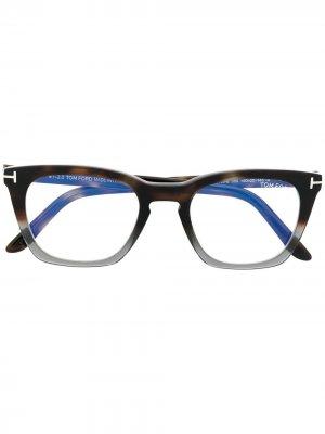 Очки FT5736-B в квадратной оправе TOM FORD Eyewear. Цвет: коричневый