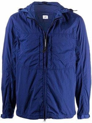 Легкая куртка с линзами на капюшоне C.P. Company. Цвет: синий