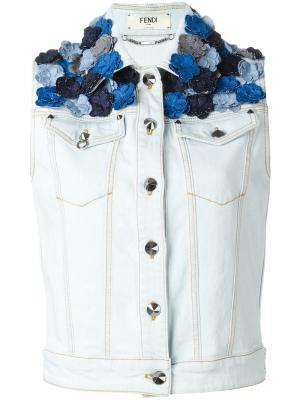 Джинсовая куртка без рукавов с аппликациями Fendi. Цвет: синий