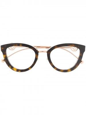 Очки в оправе кошачий глаз черепаховой расцветки Fendi Eyewear. Цвет: коричневый