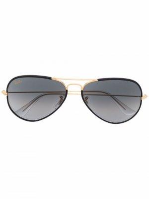 Солнцезащитные очки-авиаторы с затемненными линзами Ray-Ban. Цвет: черный