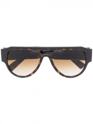 Солнцезащитные очки черепаховой расцветки с декором Medusa Versace Eyewear. Цвет: коричневый