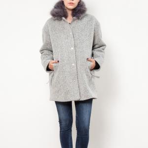 Пальто короткое, воротник с искусственный мехом LE TEMPS DES CERISES. Цвет: светло-серый