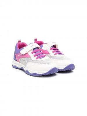 Кроссовки на шнуровке в стиле колор-блок Geox Kids. Цвет: розовый