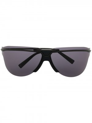 Солнцезащитные очки в массивной оправе с затемненными линзами Givenchy Eyewear. Цвет: черный