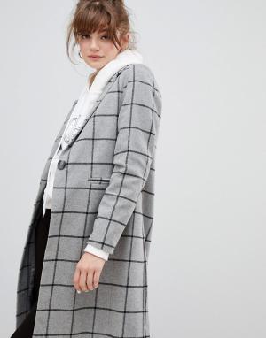 Пальто в клетку New Look. Цвет: серый