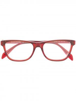 Очки в прямоугольной оправе Alexander McQueen Eyewear. Цвет: красный