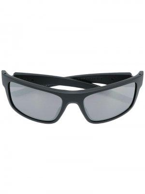 Солнцезащитные очки Drop Point Oakley. Цвет: черный