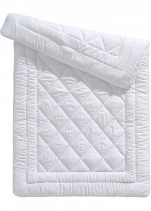 Тёплое одеяло из микрофибры bonprix. Цвет: белый