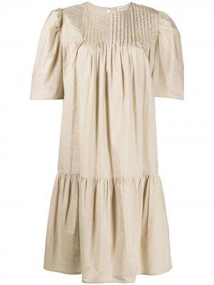 Платье с короткими рукавами и сборками By Malene Birger. Цвет: нейтральные цвета