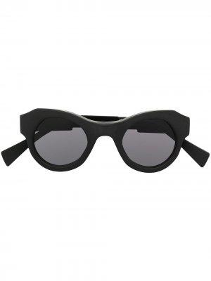 Солнцезащитные очки в круглой оправе Kuboraum. Цвет: серый