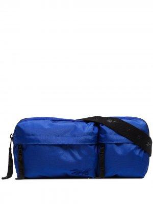 Сумка через плечо с вышитым логотипом из коллаборации Victoria Beckham Reebok x. Цвет: синий