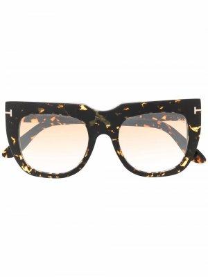 Солнцезащитные очки в оправе черепаховой расцветки TOM FORD Eyewear. Цвет: коричневый