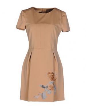 Короткое платье BETTY BLUE. Цвет: песочный