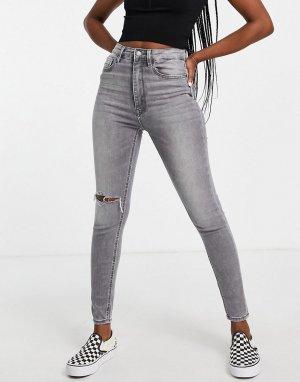 Серые зауженные джинсы с завышенной талией и рваной отделкой -Серый Stradivarius
