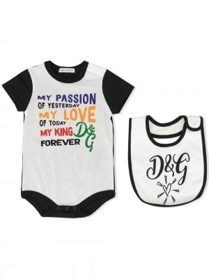Комплект нагрудника и боди с принтом Dolce & Gabbana Kids. Цвет: белый
