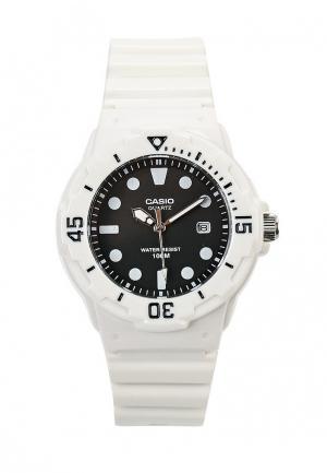 Часы Casio Collection LRW-200H-1E. Цвет: белый