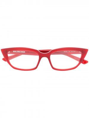 Очки в оправе кошачий глаз Balenciaga Eyewear. Цвет: красный