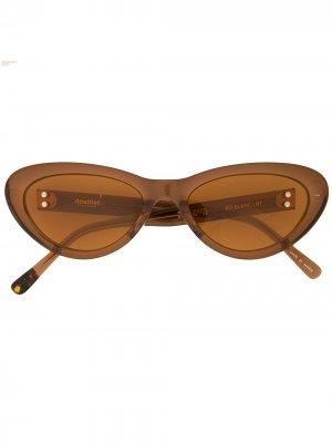 Солнцезащитные очки Flame в оправе кошачий глаз Doublet. Цвет: коричневый