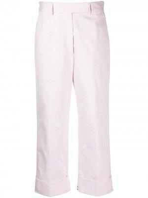 Брюки чинос с вышивкой Thom Browne. Цвет: розовый