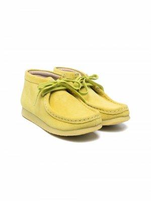 Туфли на шнуровке Clarks Kids. Цвет: 0001 lime suede