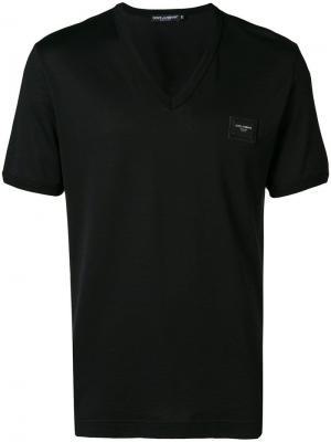 Футболка с V-образным вырезом и бляшкой логотипом Dolce & Gabbana. Цвет: черный