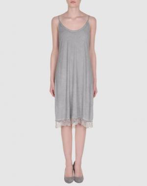 Платье длиной 3/4 HOLLY GOLIGHTLY. Цвет: серый