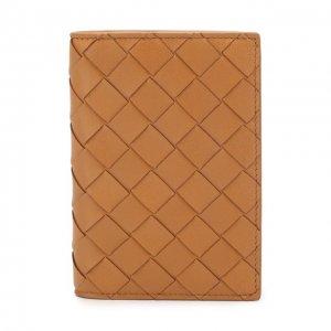 Кожаная обложка для паспорта Bottega Veneta. Цвет: бежевый