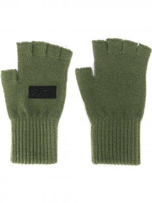 Перчатки-митенки Reebok x Victoria Beckham. Цвет: зеленый