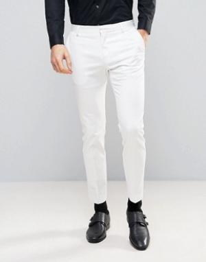 Белые узкие брюки под смокинг Selected Homme. Цвет: белый