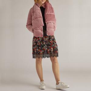 Пуховик с съёмным воротником-шарфом DERHY. Цвет: розовый