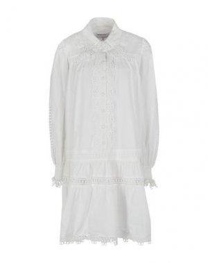 Платье до колена DESIGNERS, REMIX. Цвет: белый