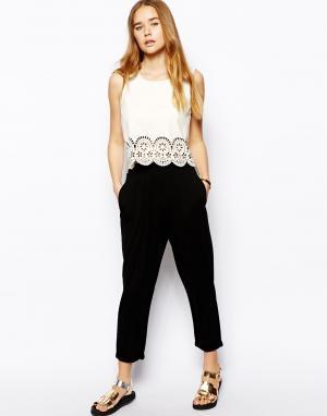 Укороченныe брюки-шаровары ASOS. Цвет: черный