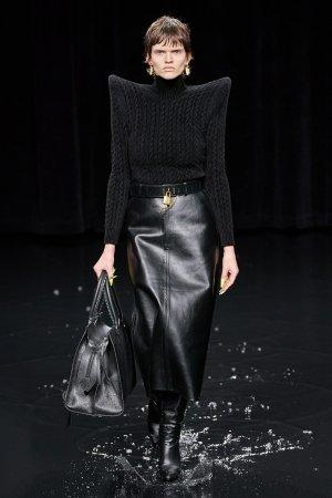Черная кожаная юбка Balenciaga. Цвет: черный