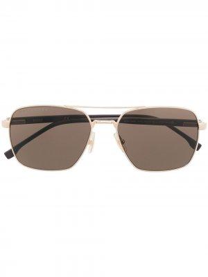 Солнцезащитные очки в массивной оправе BOSS. Цвет: коричневый