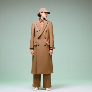 Куртка Пальто Fashion Show Lacoste. Цвет: бежевый