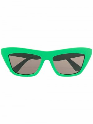 Солнцезащитные очки в оправе кошачий глаз Bottega Veneta Eyewear. Цвет: зеленый