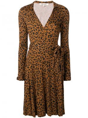Платье с запахом и леопардовым узором Diane von Furstenberg