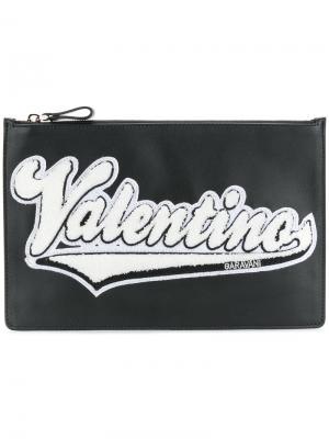 Клатч с брендированной заплаткой Valentino. Цвет: черный