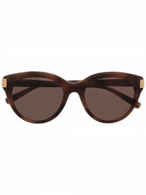 Солнцезащитные очки в оправе кошачий глаз Boucheron Eyewear. Цвет: коричневый