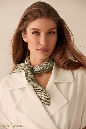 Плиссированный светло-зеленый шейный платок с принтом LOVE REPUBLIC