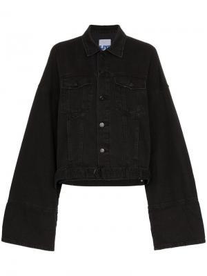 Джинсовая куртка с широкими рукавами SJYP. Цвет: черный