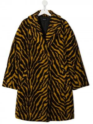 Двубортное пальто с тигровым принтом Monnalisa. Цвет: желтый
