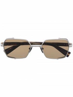 Солнцезащитные очки в прямоугольной оправе Balmain Eyewear. Цвет: коричневый