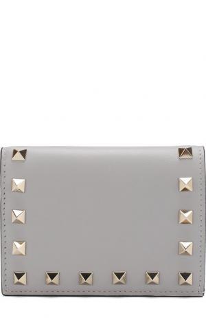 Кожаный кошелек Garavani Rockstud Valentino. Цвет: светло-серый