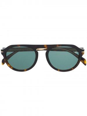 Солнцезащитные очки в круглой оправе с логотипом DAVID BECKHAM EYEWEAR. Цвет: коричневый