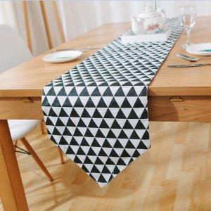 Подстилка для сервировки стола с треугольным принтом SHEIN. Цвет: чёрнобелые